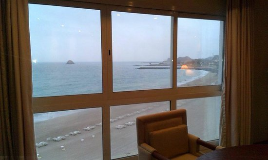 Radisson Blu Resort Fujairah: Beach view from the window