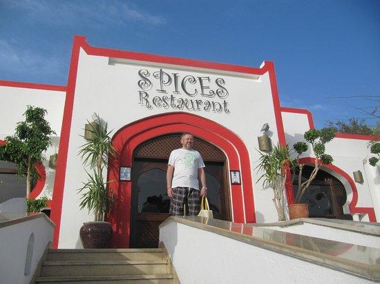 Domina Hotel & Resort Harem: Главный вход в ресторан отеля Гарем Spices