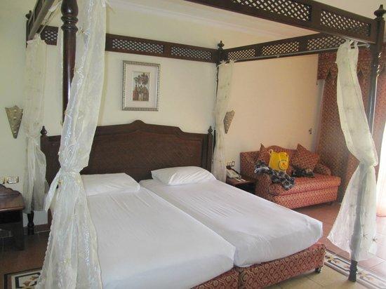 Domina Hotel & Resort Harem: Кровать в стандартном номере отеля Гарем