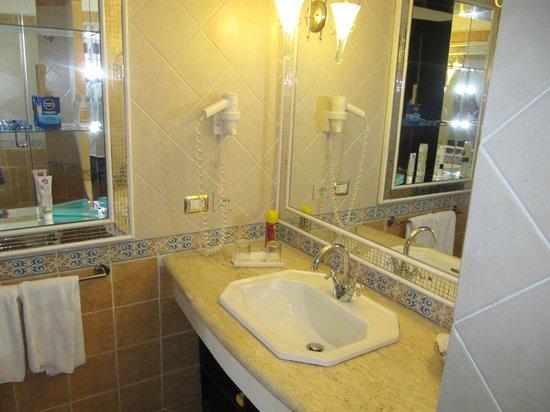 Domina Hotel & Resort Harem: Ванная комната в номере