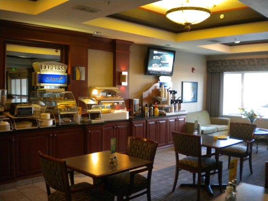 Holiday Inn Express Ashland: Breakfast Area