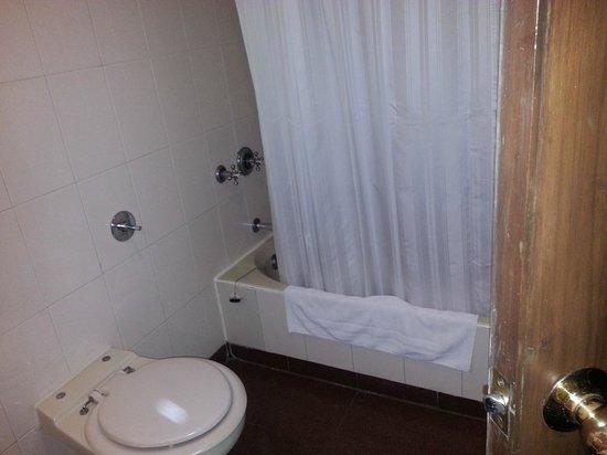 Radha Regent: Bathroom