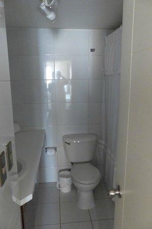 Andes Hostel: Banheiro