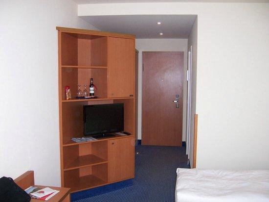 arcona Hotel Baltic : Schränke + Garderobe