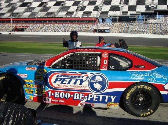 Richard Petty Driving Experience: E ora inizia l'avventura