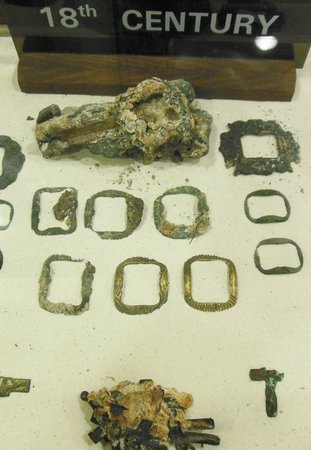 CEDAM Museum: artifacts and jewelry