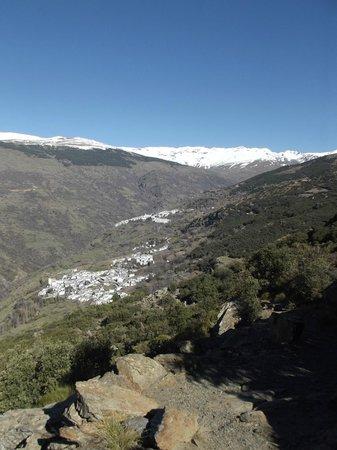 Hotel Rural San Roque: Vue sur Bubion en arrivant par la montagne et à pied de Pitres