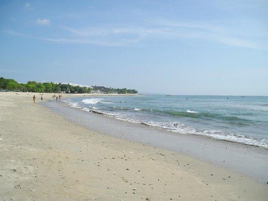 Mercure Kuta Bali: пляж Куты рядом с отелем Mercure