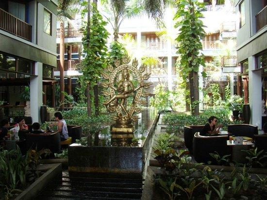 Mercure Kuta Bali: вид на отель с рецепшн