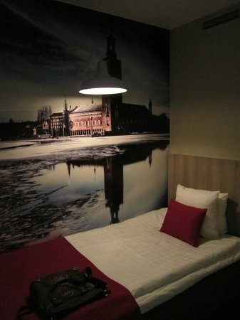 "ProfilHotels Central Hotel: Bed and picture of the city's Town Hall (""Stadshuset"")"