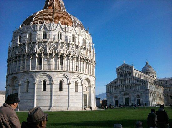 Der Schiefe Turm von Pisa: Baptistery and Duomo