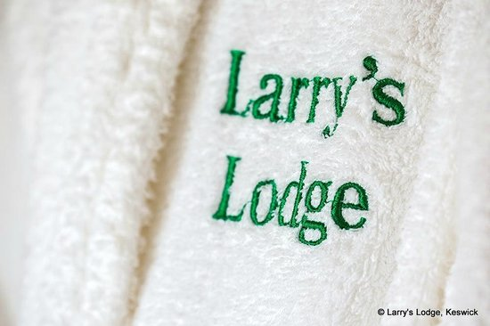 Larry's Lodge: Bathrobe's for guest use