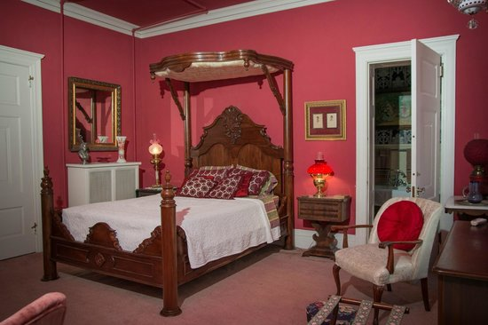 The Samuel Culbertson Mansion Bed and Breakfast Inn: The Annie Fellows Johnston Room
