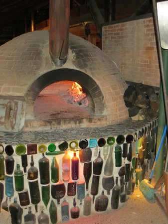 El wagon: Beautiful wood-fired oven