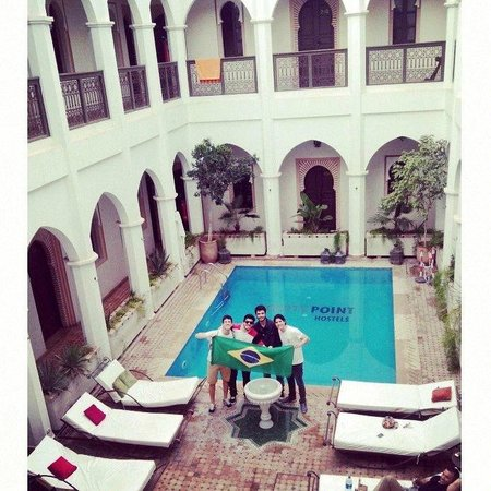 Equity Point Marrakech Hostel: Piscina