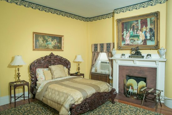 The Samuel Culbertson Mansion Bed and Breakfast Inn: The Little Colonel Suite