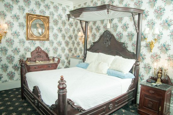 The Samuel Culbertson Mansion Bed and Breakfast Inn: The Knights of Kentucky Suite