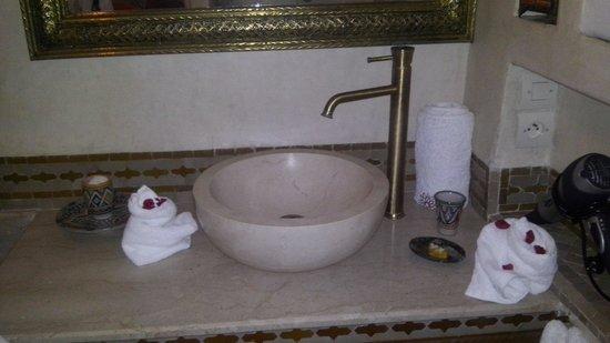 Riad Gallery 49 : Il bagno, pulitissimo e bellissimo