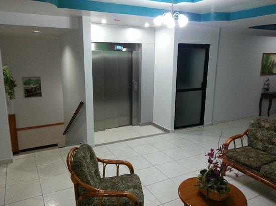 Hotel Alcala: Elevador/Elevator