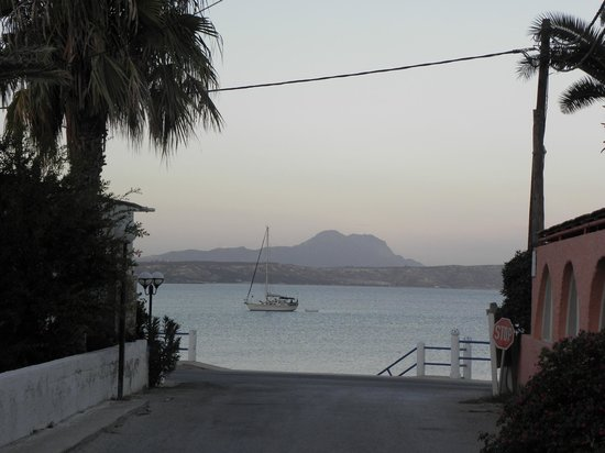Eftichia Apartments: A view on our way to our evening meal
