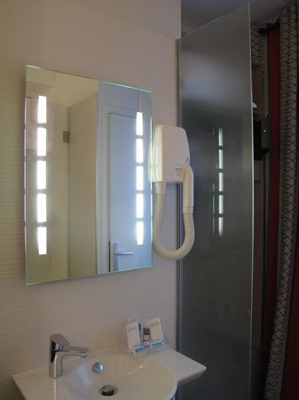 Hotel Astrid: Banheiro Hotel