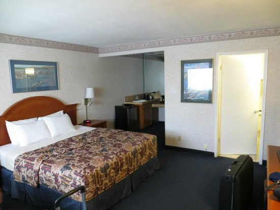 Nob Hill Motor Inn: room