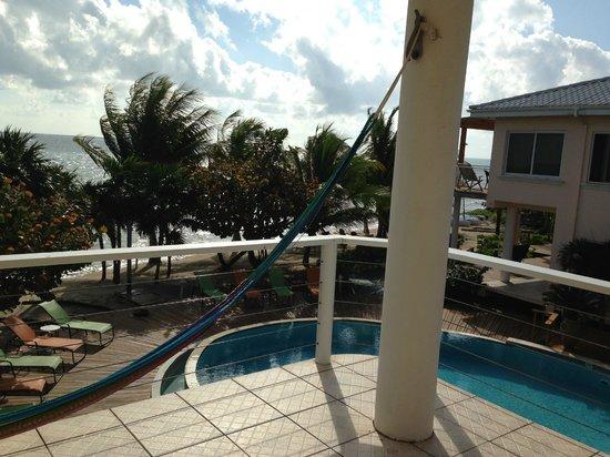 Laru Beya Resort & Villas : Pool between my building and the next