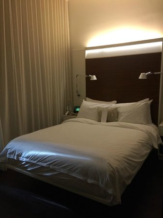 The James New York: Queen size room