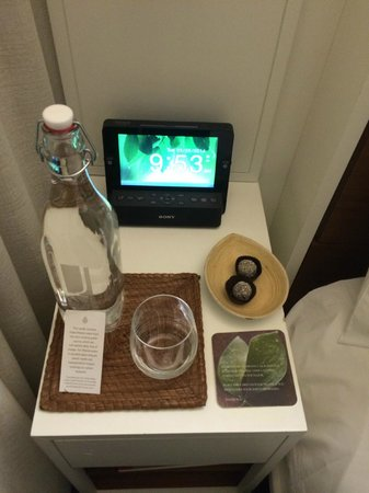 The James New York: Nice bedside welcome