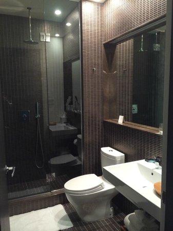 The James New York: Bathroom