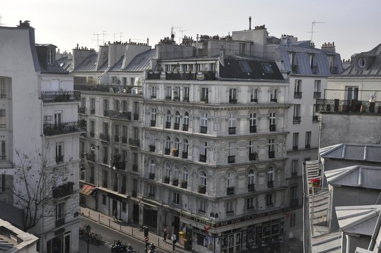 Ibis Styles Paris Pigalle Montmartre: Vista do quarto.