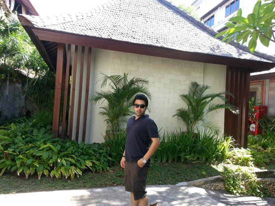 Kuta Seaview Boutique Resort & Spa : Thats me outside our room