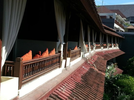 Kuta Seaview Boutique Resort & Spa: 2nd floor rooms patio sitting area