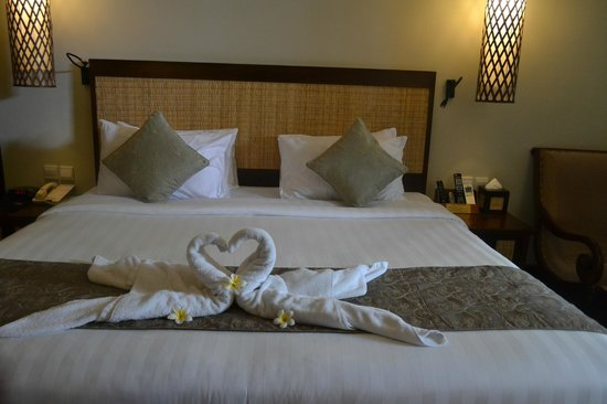 Kuta Seaview Boutique Resort & Spa: The good room service swans