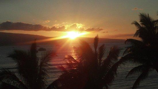 Duke's Beach House : Sunset view from Dukes