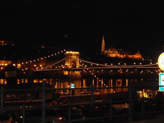 Sofitel Budapest Chain Bridge : Vista del 2º al puente/río