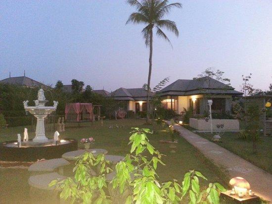 Perennial Resort: Garden