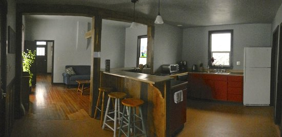 River Rock Hostel: Entry into kitchen open to common room