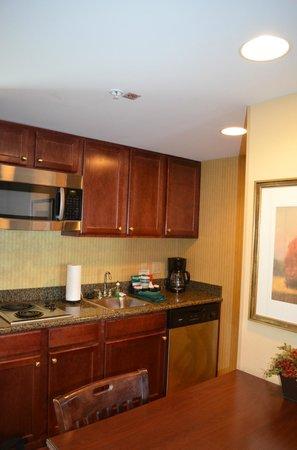 Homewood Suites Tampa Airport - Westshore : Kitchen area