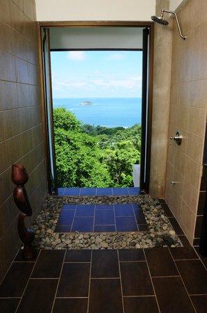 Villa Perezoso : Penthouse bathroom shower