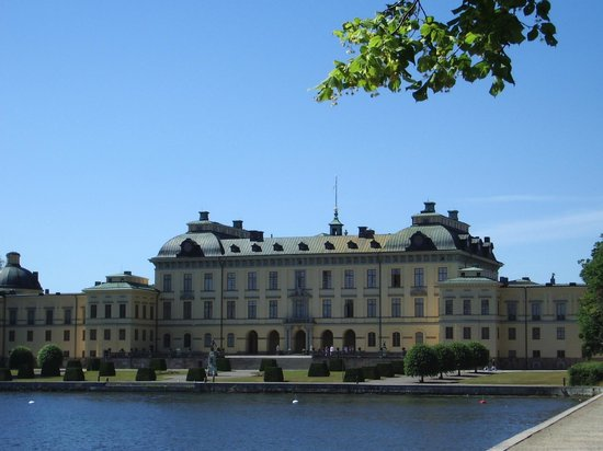 Drottningholm Palace : Drottningholm From the Lake