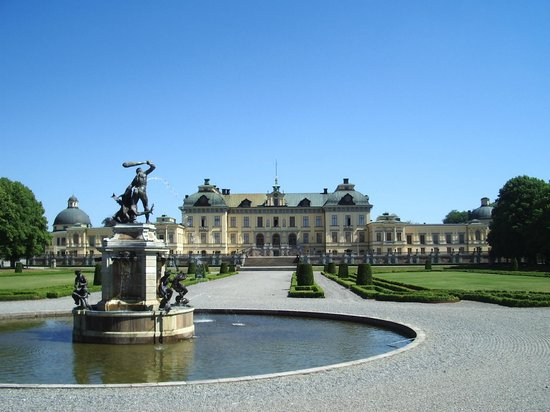 Drottningholm Palace : Drottningholm from the Gardens