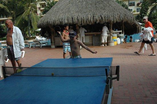 Velas Vallarta : Ping pong and the aqua bar behind