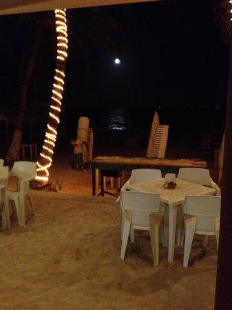 Wah Wah Beach Bar: looking at moon from bar area