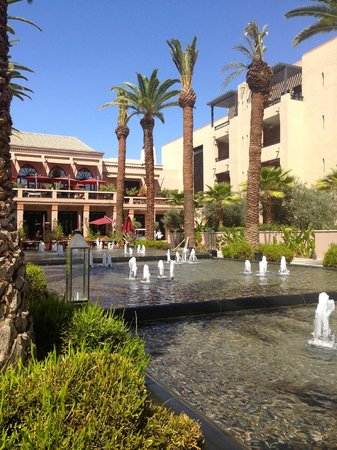 Four Seasons Resort Marrakech : another view of the reflecting pool
