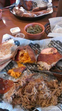 Southern Pig And Cattle Pulled Pork And Bbq Chicken With Fixings