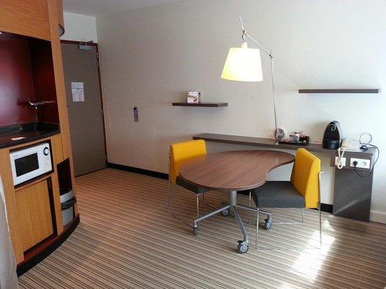 Novotel Suites Paris Montreuil Vincennes : Part of room