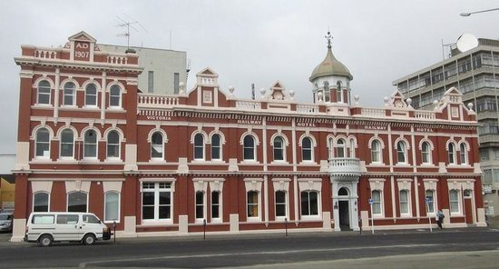 Victoria Railway Hotel: Lobby is on the left