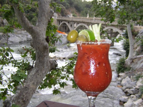Gateway Restaurant and Lodge: Enjoy a Cocktail by the Kaweah River