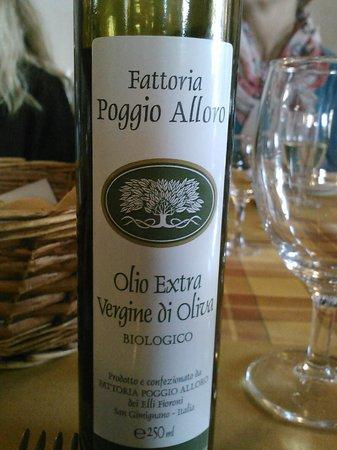 Fattoria Poggio Alloro: olive oil